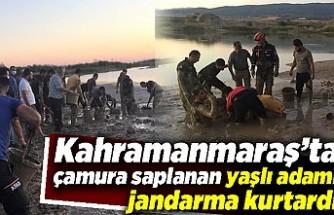 Kahramanmaraş'ta çamura saplanan yaşlı adamı jandarma kurtardı