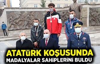 Atatürk koşusunda madalyalar sahiplerini buldu