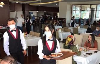Üniversitemiz Turizm ve Otel İşletmeciliği Öğrencileri Uygulayarak Öğreniyor