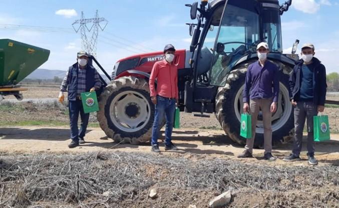 Elbistan Ziraat Odası, çiftçilere maske ve eldiven dağıttı