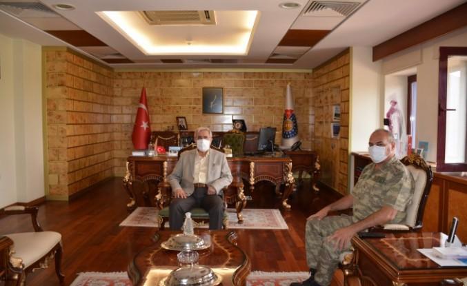 2. Zırhlı Tugay Komutanlığı Kurmay Başkanı Kurmay Albay Alptan Ulutaş'tan Rektör Can'a Veda Ziyareti