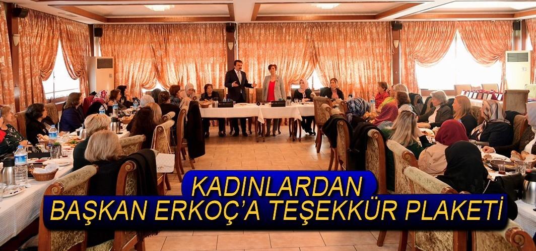 KADINLARDAN BAŞKAN ERKOÇ'A TEŞEKKÜR PLAKETİ