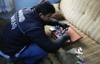 Bekar evine uyuşturucu baskını: 2 gözaltı!