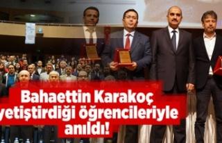 Bahaettin Karakoç yetiştirdiği öğrencileri ile...
